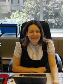 魁省律师协会会员、资深移民律师 Rosanna Anobile